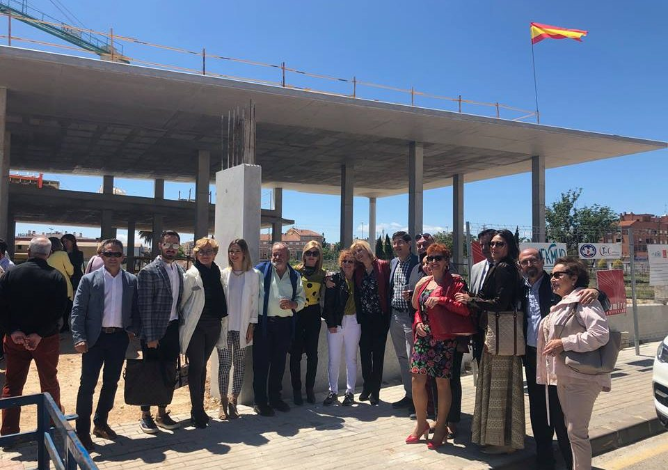 The raising of the spanish flag on the structurej of AFAMUR's new Therapeutic Day Centre